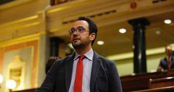 El PSOE lidera la oposición y logra tumbar la LOMCE al PP.
