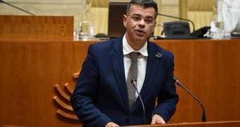 Es patético que el diputado popular nostálgico con el franquismo siga en la Asamblea.